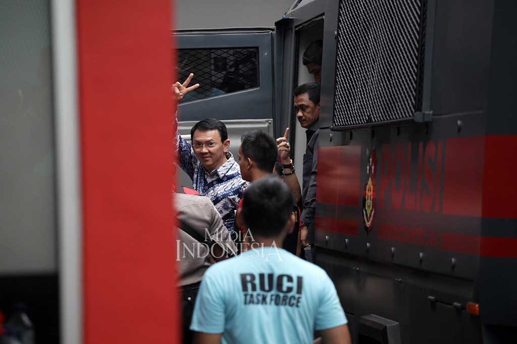 Pak Ahok @basuki_btp, you'll be strong. Because we're with you. And we're stronger than ever. https://t.co/fAAjrDR1bn
