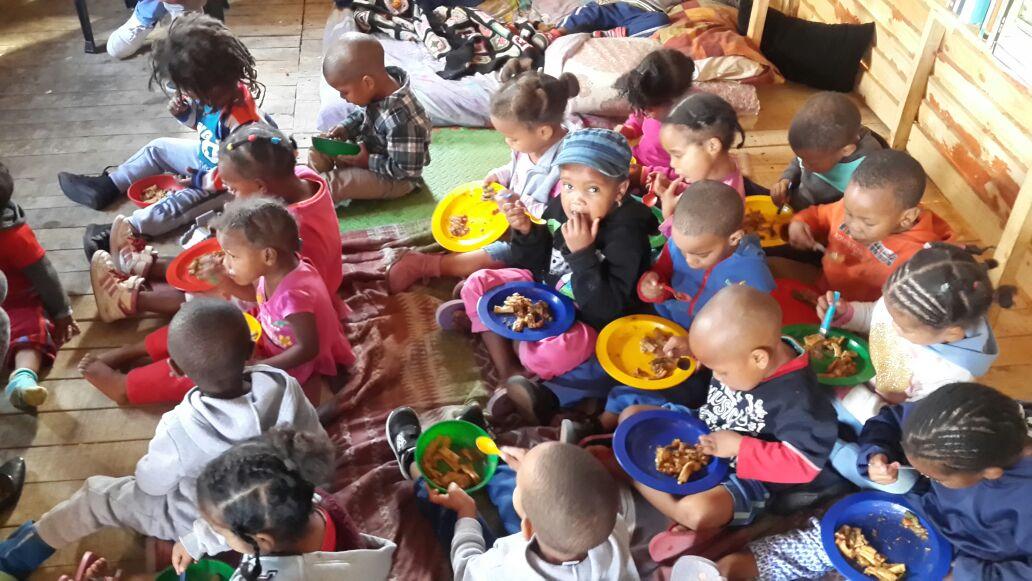 Pikanini Cloetesville! Vir baie kids die enigste plek waar hulle kos kry. Ondersteun #hannacharity Weskaap en kontak johan@hannacharity.org
