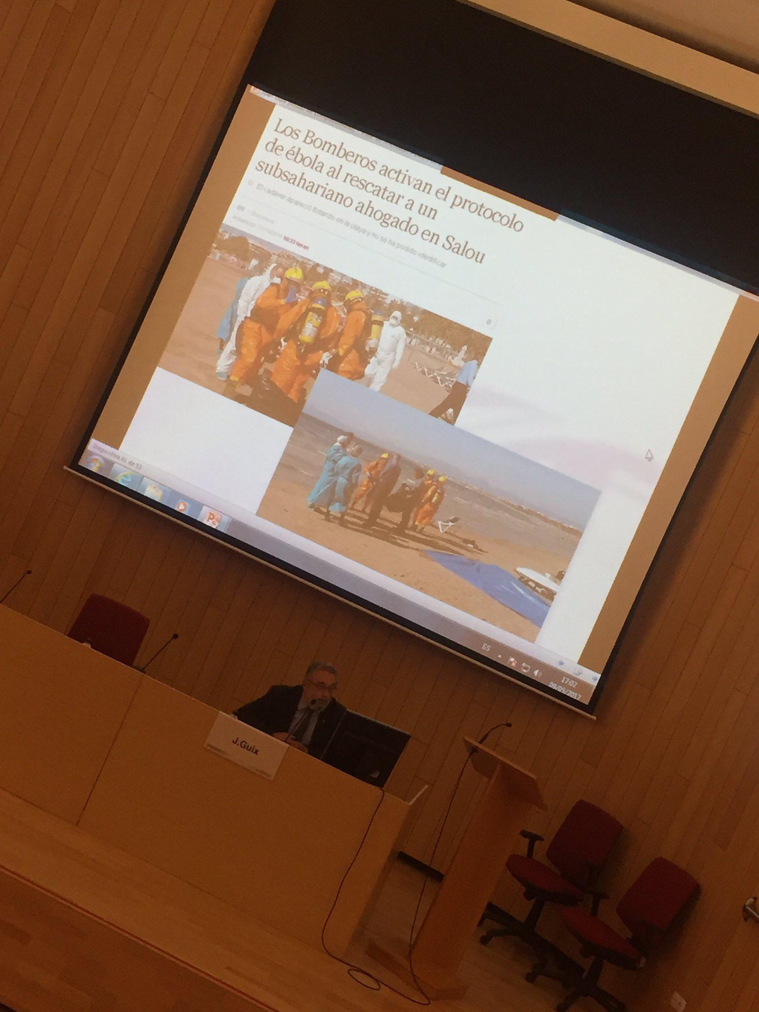 """#jornadaSalutMitjansReus Dr. Guix mostra exemple de """"per tenir por n'hi ha prou amb entrar en contacte amb la TV i Internet"""" #filmContagio https://t.co/9EO20IRQ95"""