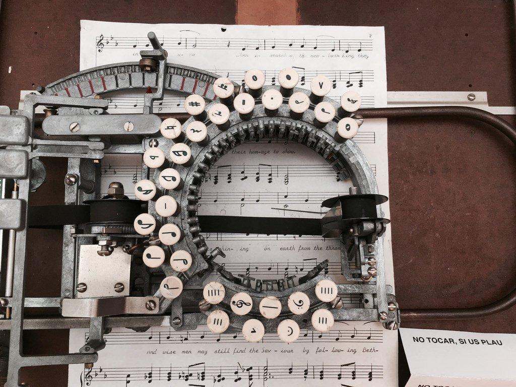 1936年製造の楽譜用タイプライター
