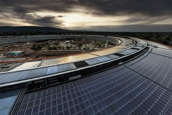 This @WIRED cover story on the new Apple HQ is a top, pretty read. https://t.co/jkRJqK7qys https://t.co/5XP0ImdaCv