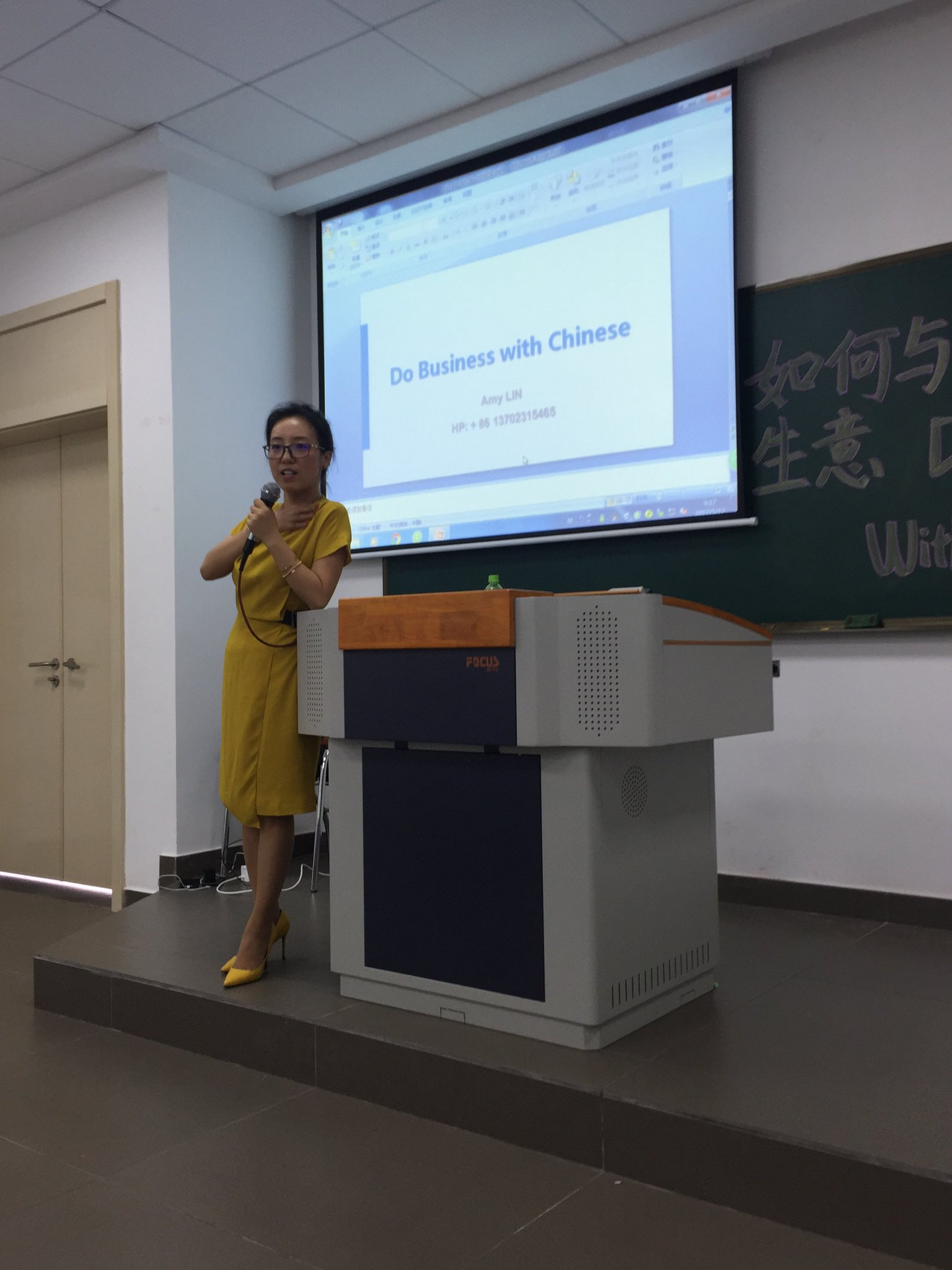 Do Business With Chinese. Amy LIN and her interactive lecture at @BeijingNormalU ZHUHAI with @GlobalBU students during #GlobalFoL17 https://t.co/fEURKjsCwf