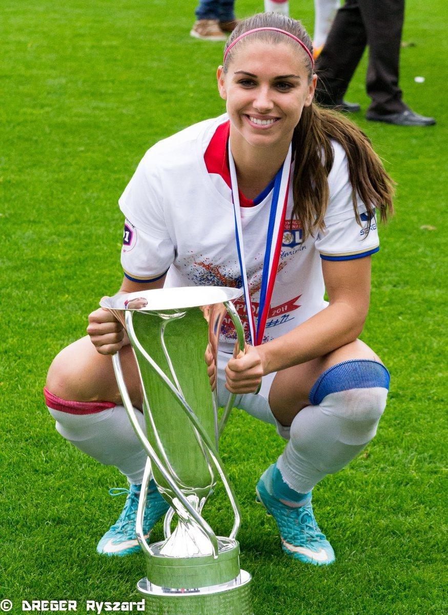 9 gols em 10 jogos  campeã da Liga Feminina da França  meu amor ❤️
