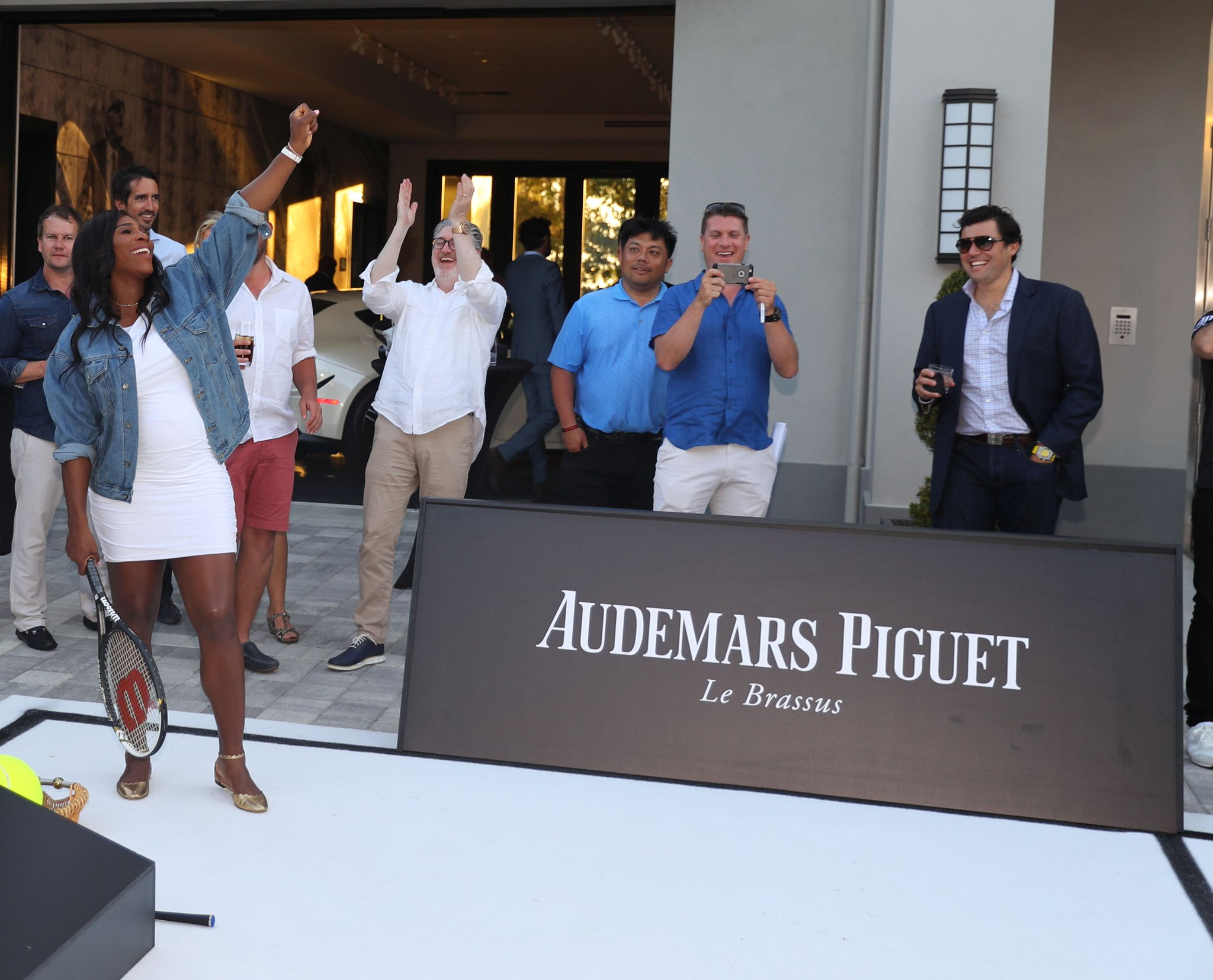 When @AudemarsPiguet and I challenged @IanJamesPoulter to show us his forehand. #APFamily https://t.co/Bx3TLaAGCI
