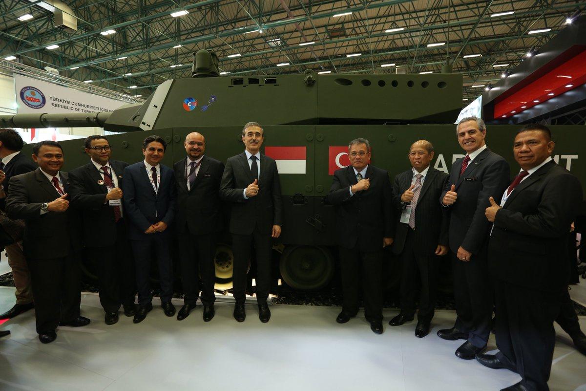 تركيا تكشف عن الدبابه Kaplan MT لأول مرة خلال معرض إسطنبول للصناعات الدفاعية C_dz9SxXkAAbc8C