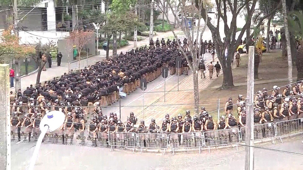 Military Police massed around building where Lula is currently giving private testimony before Prosecutor-Judge Sergio Moro.