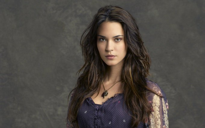 Happy birthday to the gorgeous Odette Annable! ¡Feliz cumpleaños