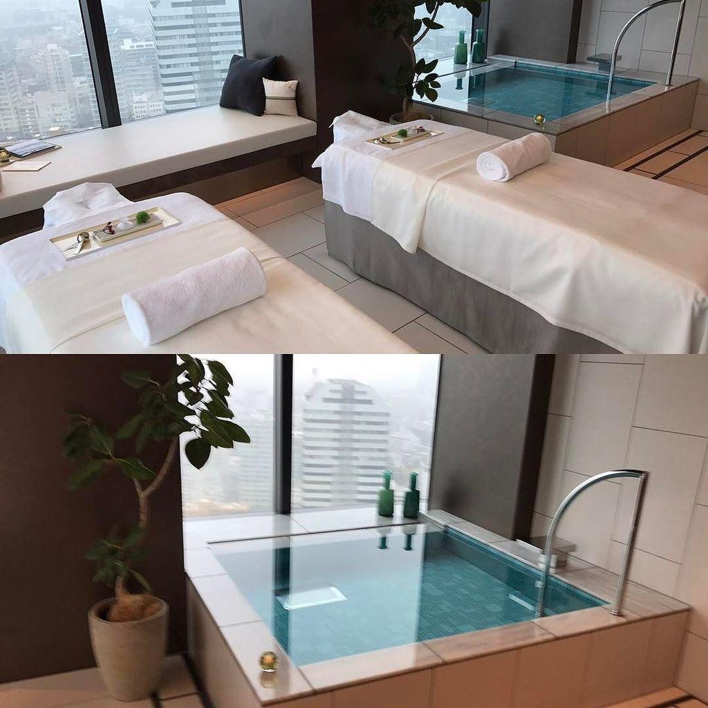 #spa treatment room with hot bath. At @theprincegallerytokyokioicho . #cocktails #theprincegallerytokyokioicho  #s… http://ift.tt/2pyH10h pic.twitter.com/xD9ZGMb2zT