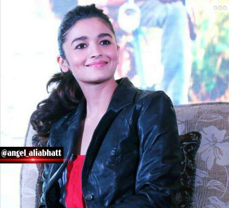 Good morning to all !! @aliaa08  #AliaBhatt #angel_aliabhatt #goodmorning #cute #smile #Bollywood #lovely #FolloMe<br>http://pic.twitter.com/w56UootRnc