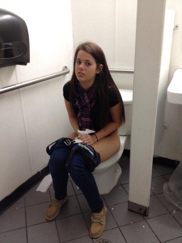 Girls On The Toilet On Twitter -3314