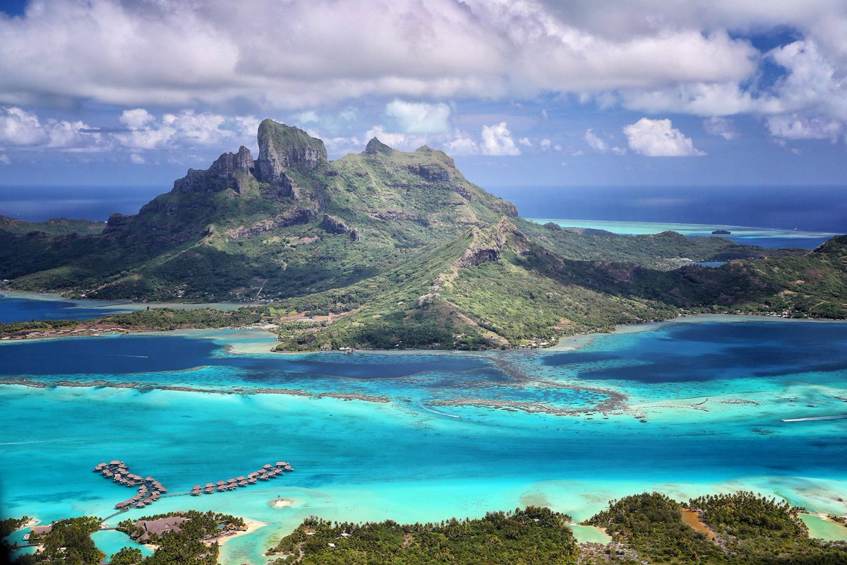 It&#39;s an small Island in the middle of the Pacific @fsborabora #borabora #island #paradise #southpacific #sun #beach #sunrise #amazing #dream<br>http://pic.twitter.com/VVr65hOiie