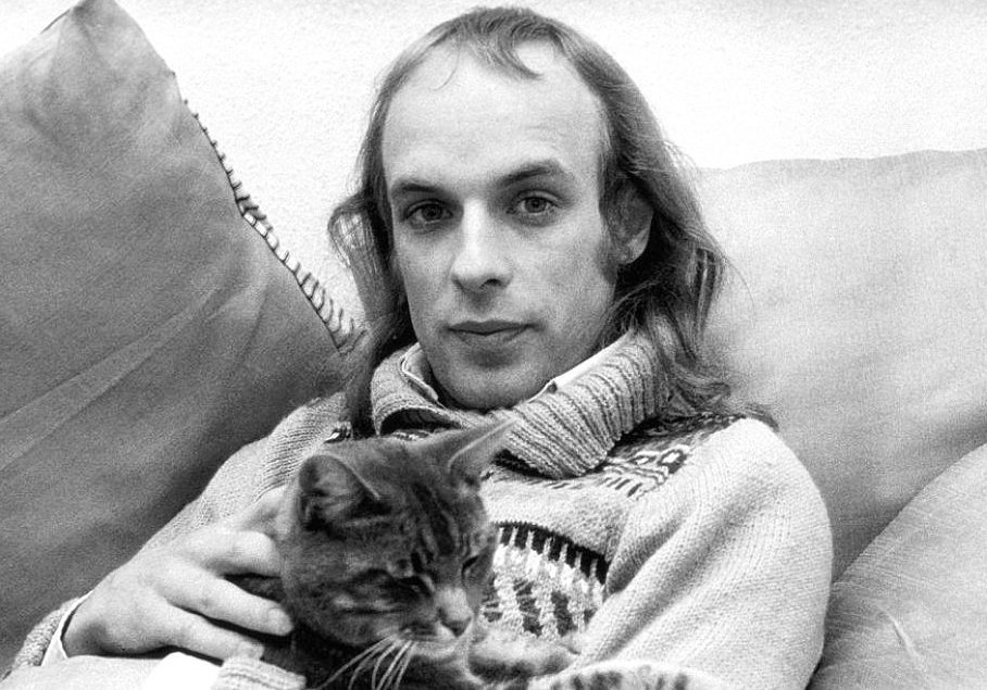 Happy birthday Brian Eno ( Let\s start the party with Brian\s favorite beats: