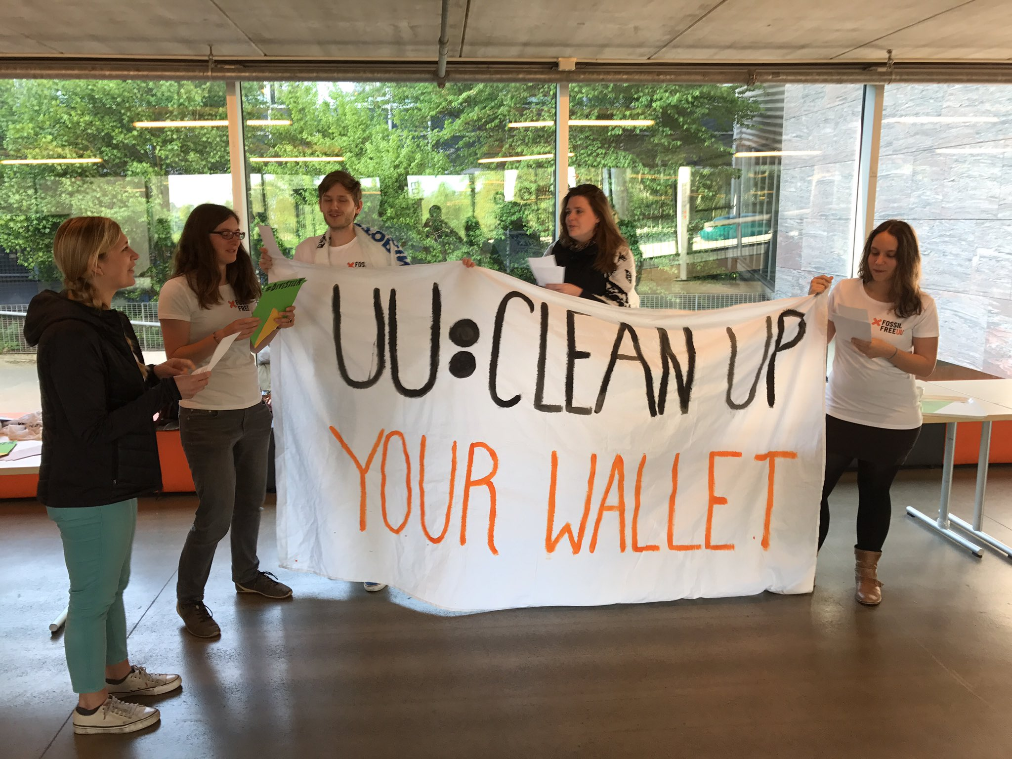 Global Divestment Mobilisation starting! @UtrechtUni #fossilfree https://t.co/DFv6G10LNm