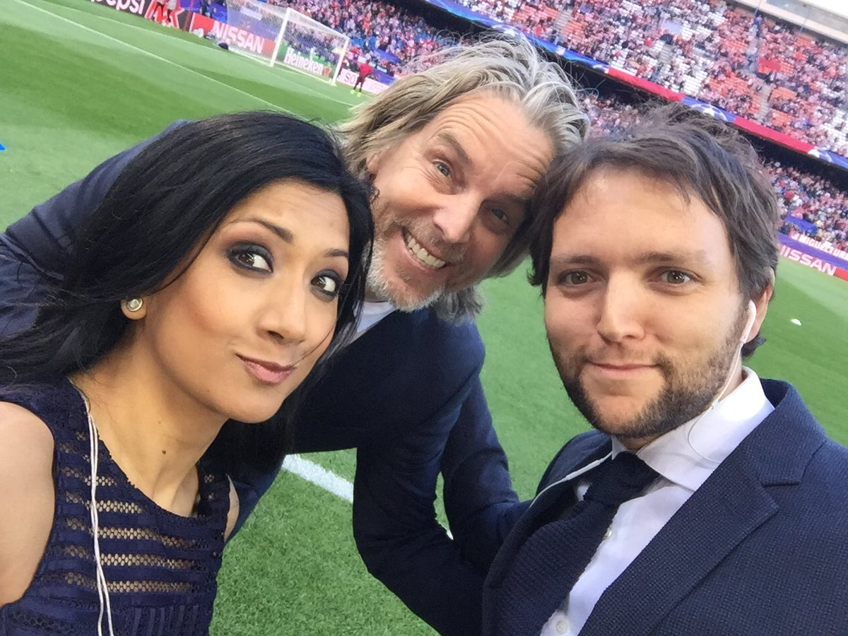 Last night....pre-match filming next to my maaaate @RodrigoFaez &amp; some dude drops a  @JanAageFjortoft  #Calderon #atmrma <br>http://pic.twitter.com/YuREAh8r0T