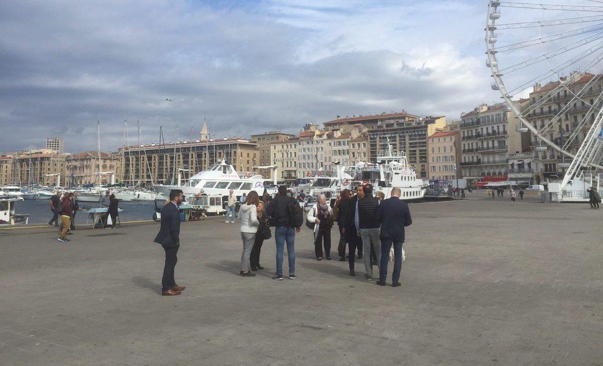 Manifestation des élus de droite contre mon arrivée à Marseille... mouarf !!!