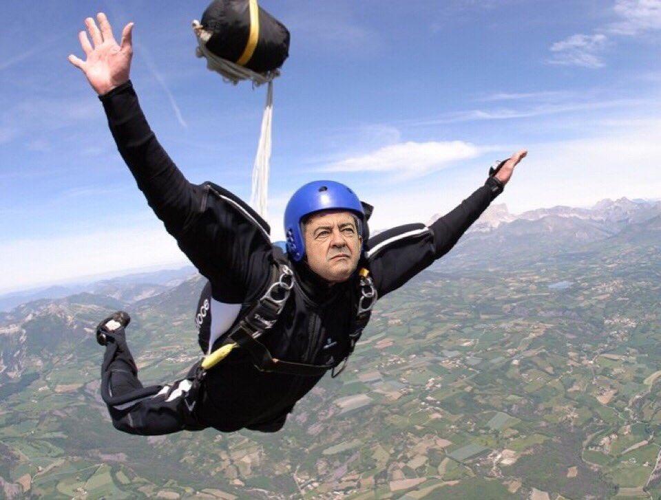 Résultats de recherche d'images pour «mélenchon parachute»
