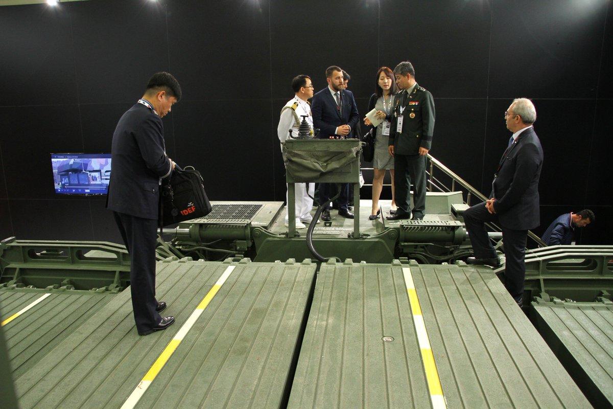 معرض الصناعات الدفاعية الدولي IDEF-17 ينطلق في إسطنبول.....تغطيه مصوره  - صفحة 2 C_iP9P5W0AAs06U