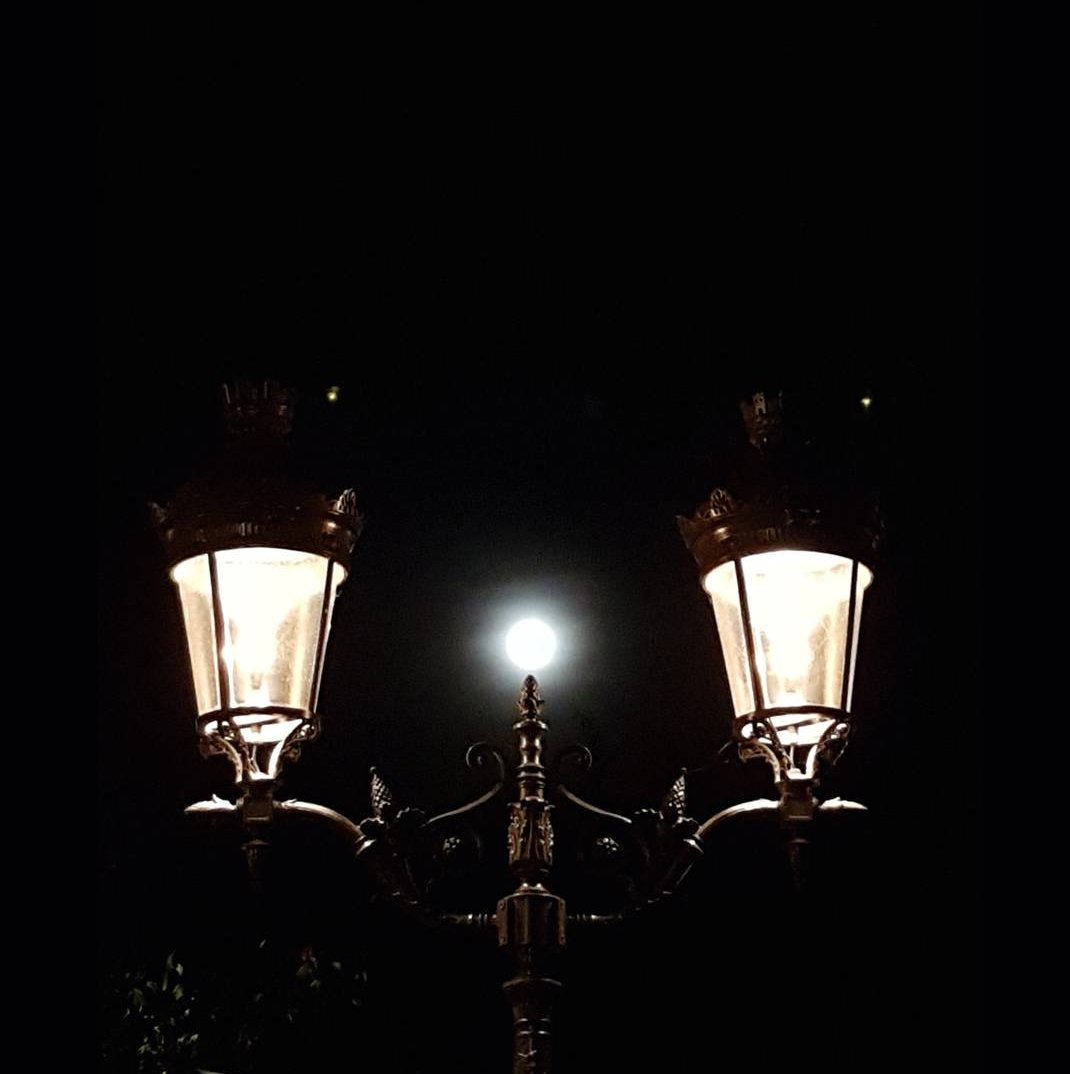 Last night&#39;s full #moon shone more brightly than the #Parisien #streetlights ...   #moonlit #France<br>http://pic.twitter.com/FmfuxUu8if