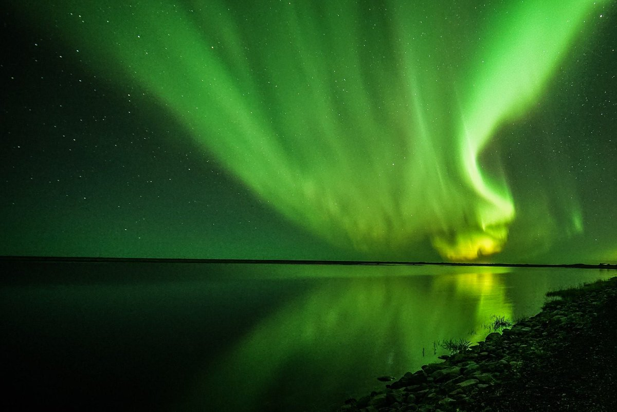 Massive green aurora over Iceland. buff.ly/2qbNPpu