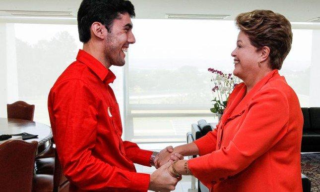 Agência de João Santana pagou R$ 200 mil a Dilma Bolada, revela Mônica Moura. https://t.co/tNU0VDCbfX