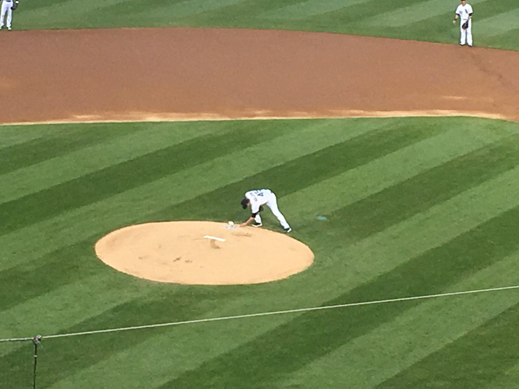 Derek Holland says he will write his late grandmother's name on the mound before every start this year. https://t.co/cfLfLaJj2n