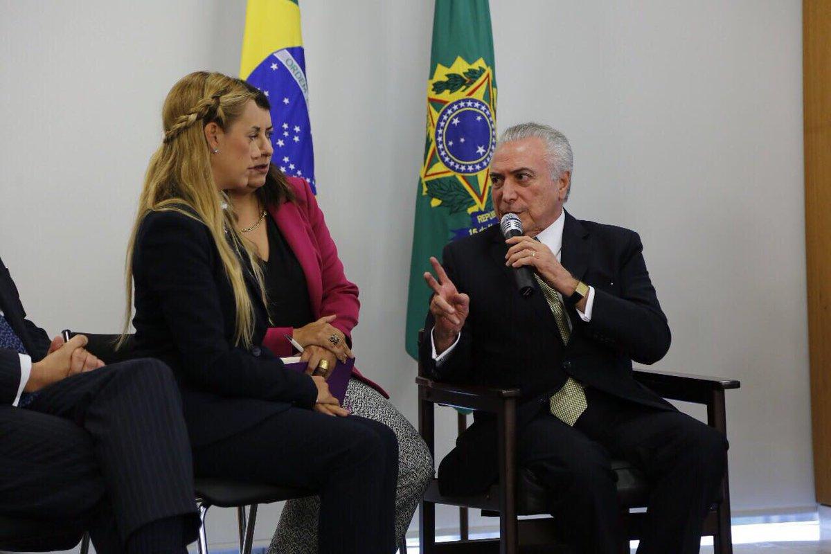 Recebi hoje @antonietamlopez e @liliantintori, mãe e esposa de @leopoldolopez, líder da oposição na Venezuela.