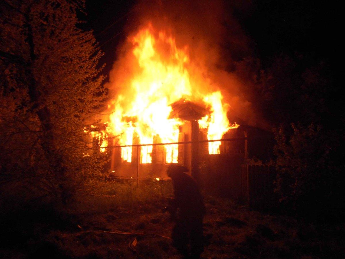 House burnt in Stanitsa Luhanska as result of shelling