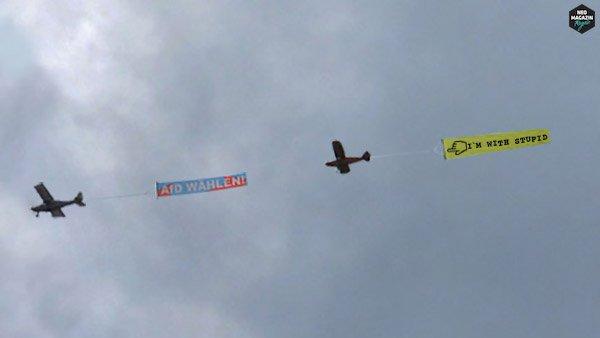 Diesen Sonntag sind Landtagswahlen in NRW! Das AfD-Flugzeug kreist aktuell wieder über Köln. #LTWNRW