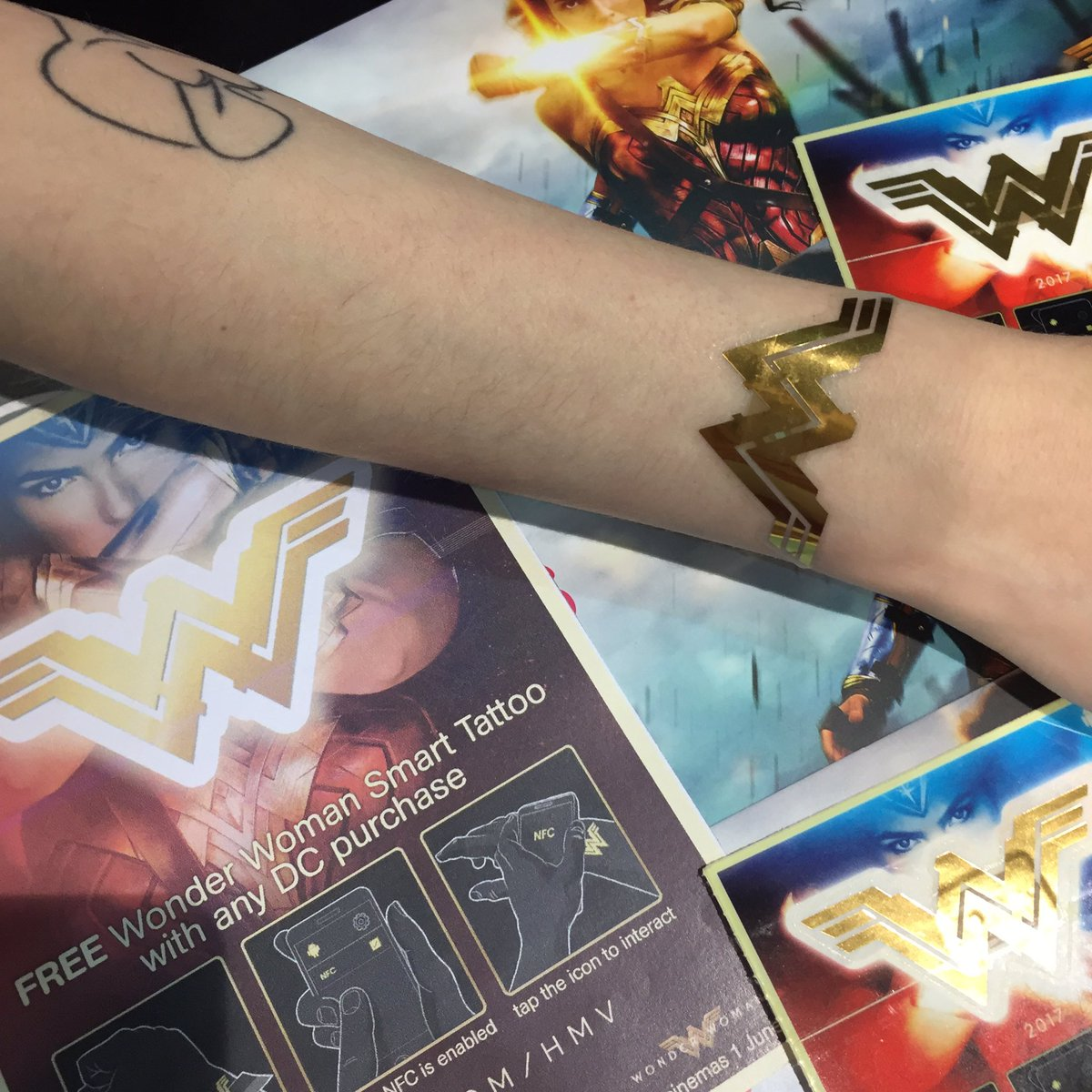 Wonder Woman And Superma Finger Tattoo Superman T