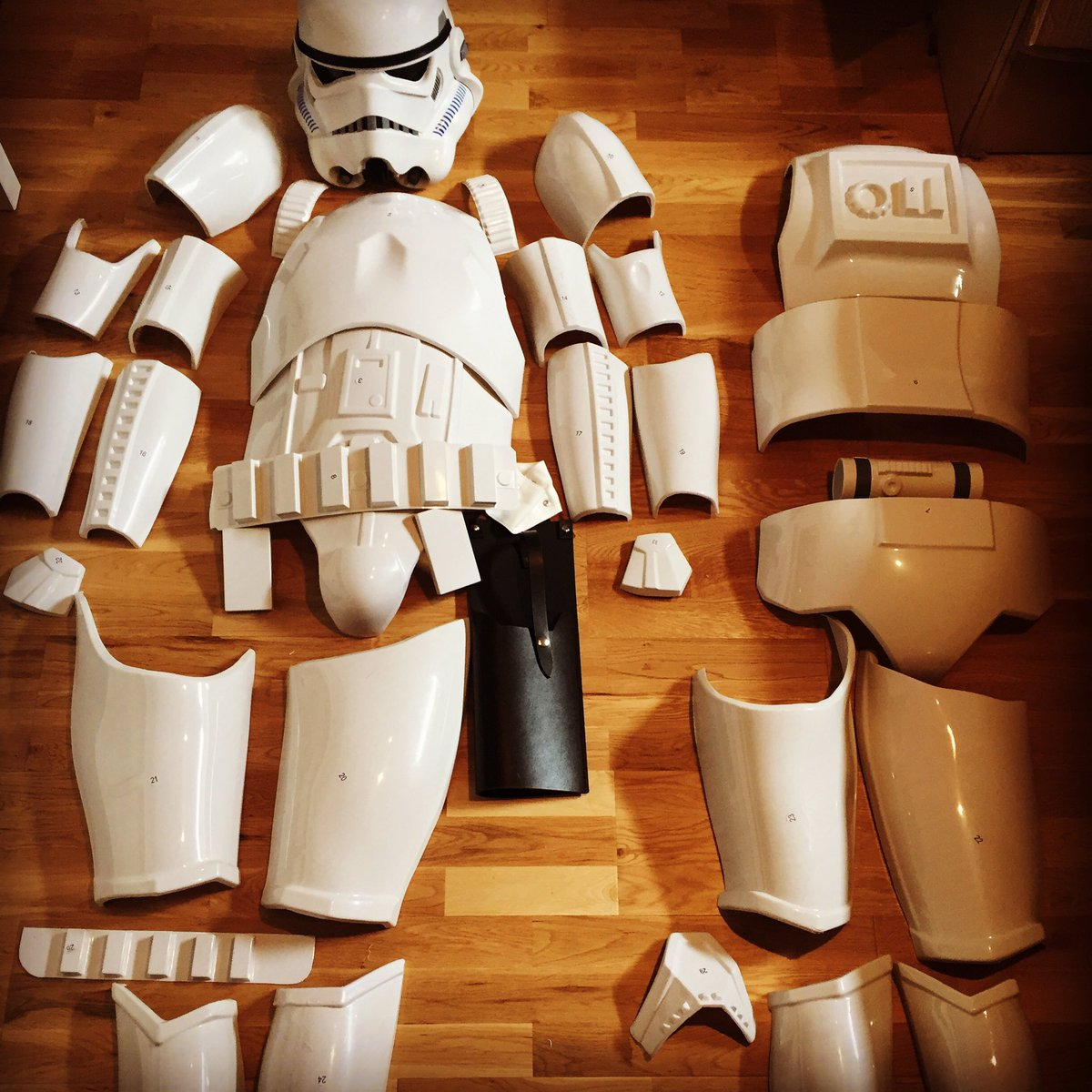 The cutting is done. Sanding, fitting and weeks of bad sleep ahead. The goal is worth it! #Anovos #Stormtroopers #501st<br>http://pic.twitter.com/rUTwS0fJqF