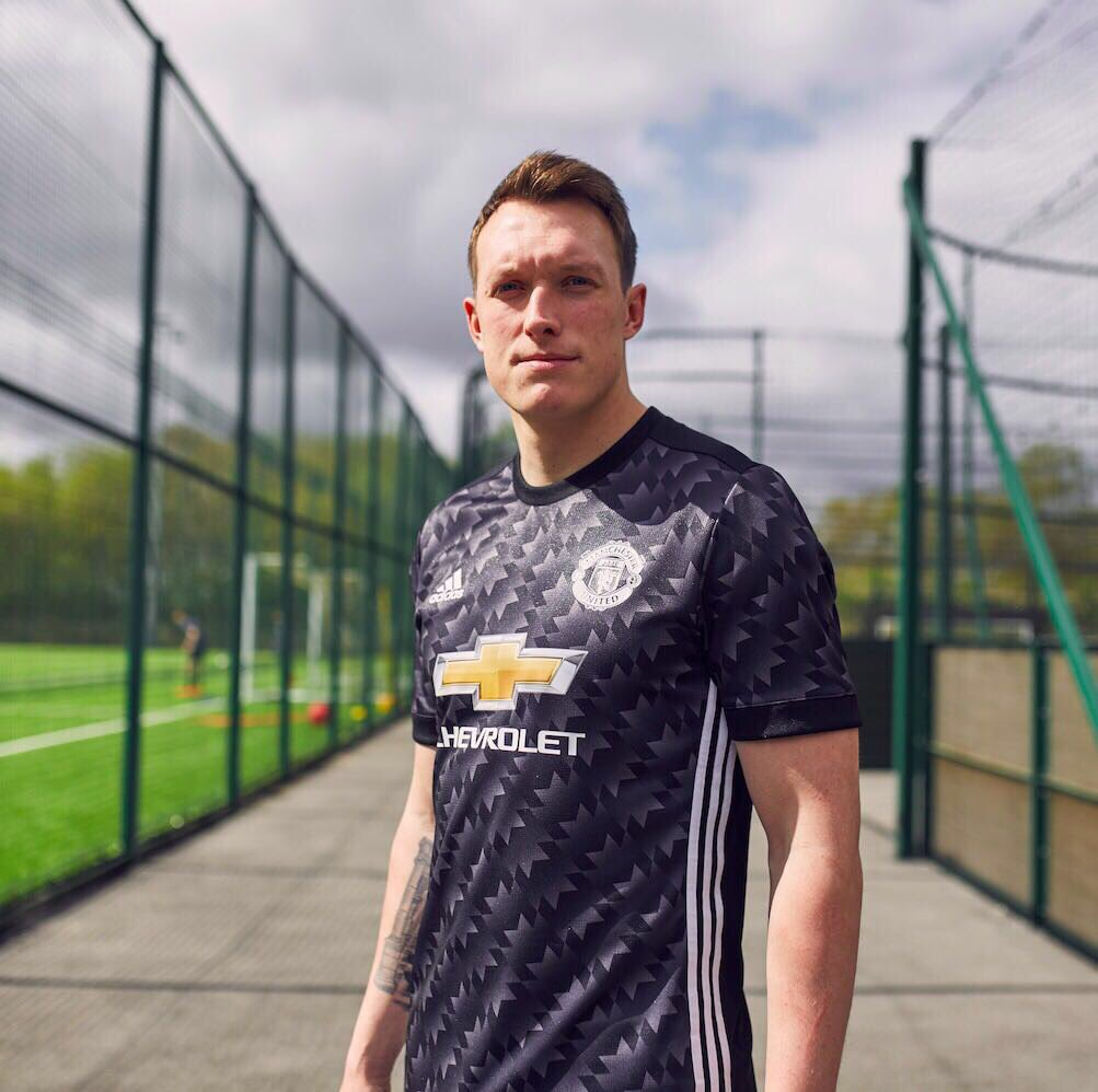 Our new away shirt. Let's keep fighting! #HereToCreate @adidasfootball @manunited http://a.did.as/ManUtd_Phil_Away…