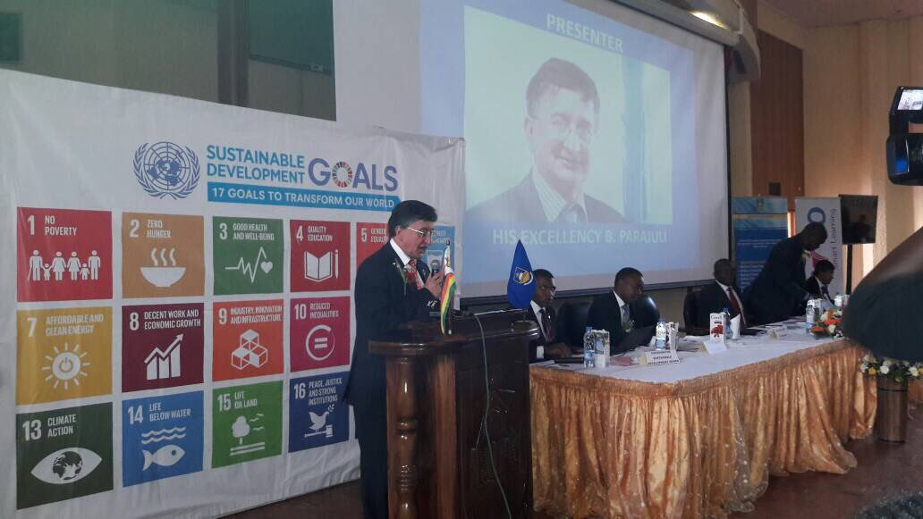 #UN Resident Co-ordinator @B.Parajuli: &quot;Young people are the future of every country&quot;  SDG series at #UZ #Harare<br>http://pic.twitter.com/43J652WEZh