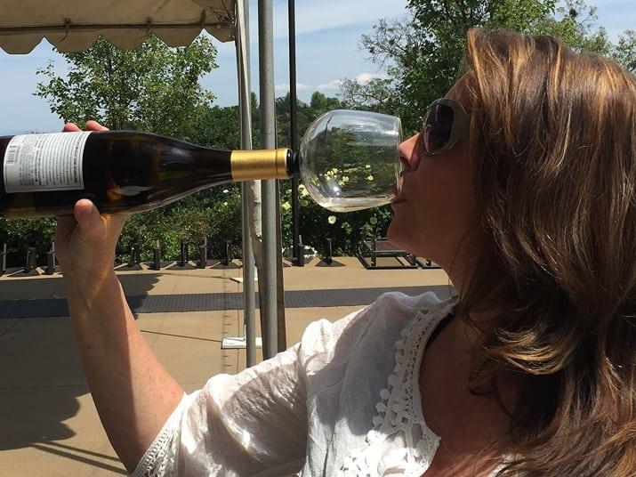いいね♪…【朗報】ワインボトルに直接ぶっ刺してそのままグビグビ飲める、人をダメにするグラスあらわれる。 https://t.co/9mDLdr6s66 @narumi #Wine #Beer https://t.co/N6tcVqioZj