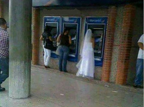 Cuando te vas a casar pero te avisan que ya te depositaron. https://t.co/2qt552oU7U