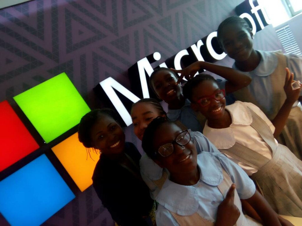 Look at these happy coders! Enjoy the celebration, @TechnovationNig! #GirlsforaChange @MicrosoftNG https://t.co/c5oRumvnmK