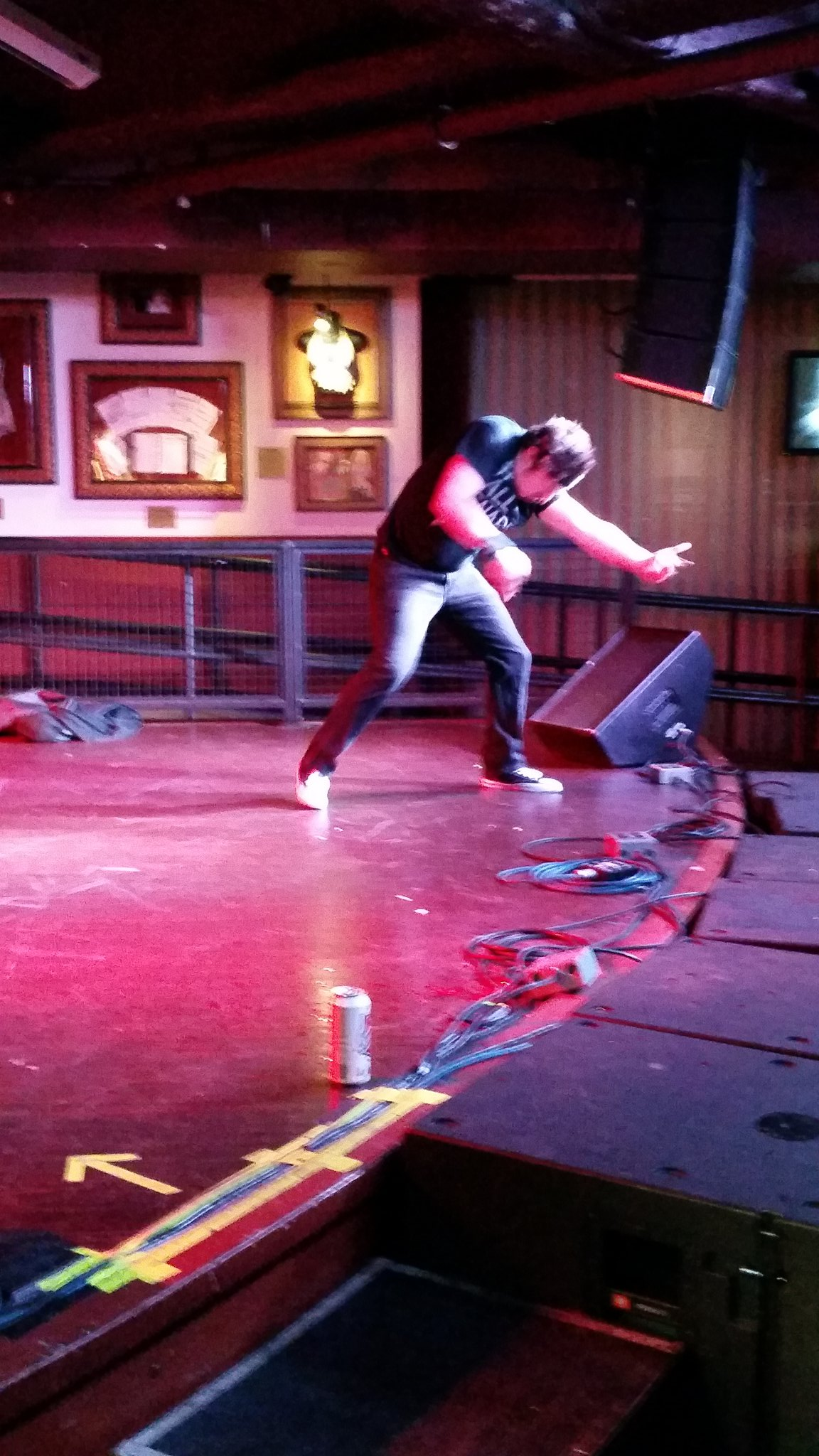Filthy Fingers did GREAT and got the first 6.0 of the night!!! A huge jump from previous scores which haven't passed 5.5 #usairguitar https://t.co/mfMP0Eq2ww