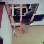 マンガみたいでワロタ天井が抜けて落ちるとか本当にあるんだ
