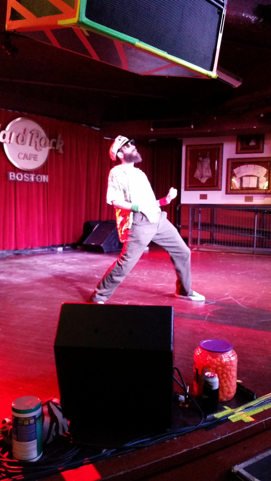 Airhab just did every song he has ever performed as an intro. That's a lot. #usairguitar https://t.co/r7uV8mw4CP