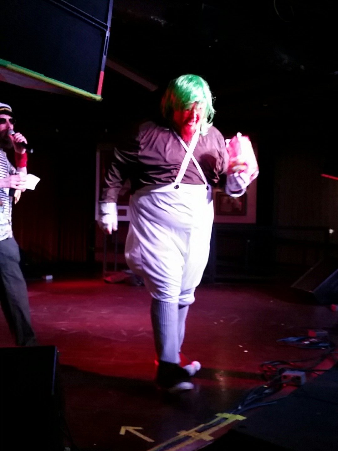 Big Red was an Oompa Loompa and I didn't get a good picture while he was performing, what a letdown I am #usairguitar https://t.co/AX9OxT0miL