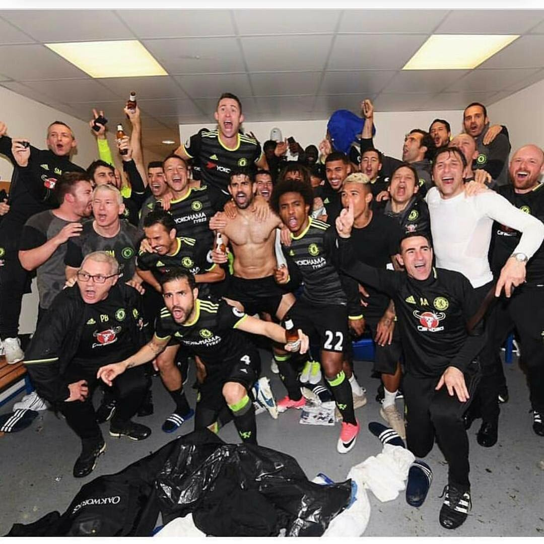 WE DID IT AGAIN, WE DID IT AGAIN...... CHAMPIONS OF ENGLAND!!!!!! WE DID IT AGAIN!!!!!!!