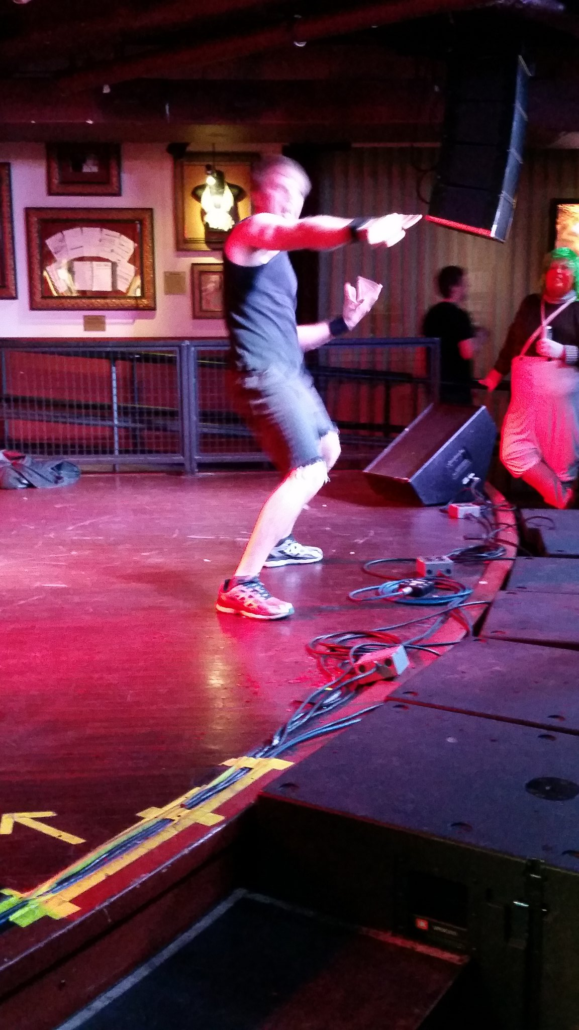 This year DTT is Breeze Wrench. A judge called him a Looney Tune and he got TWO 6.0s. #usairguitar https://t.co/rZIlpjv9Ep