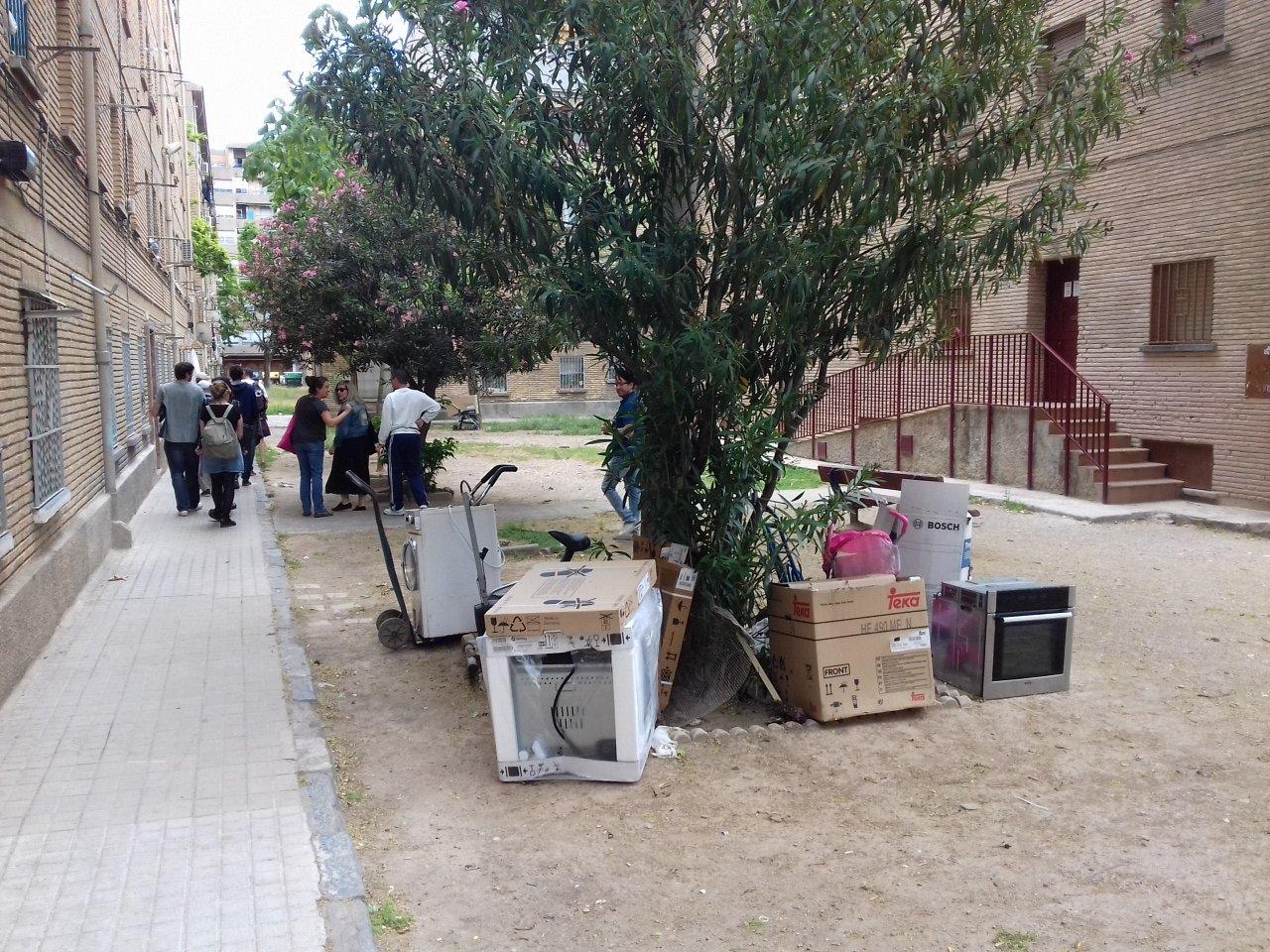 """Zonas """"verdes"""" no públicas de difícil mantenimiento en #LasFuentes https://t.co/TVYhOeMTwY"""