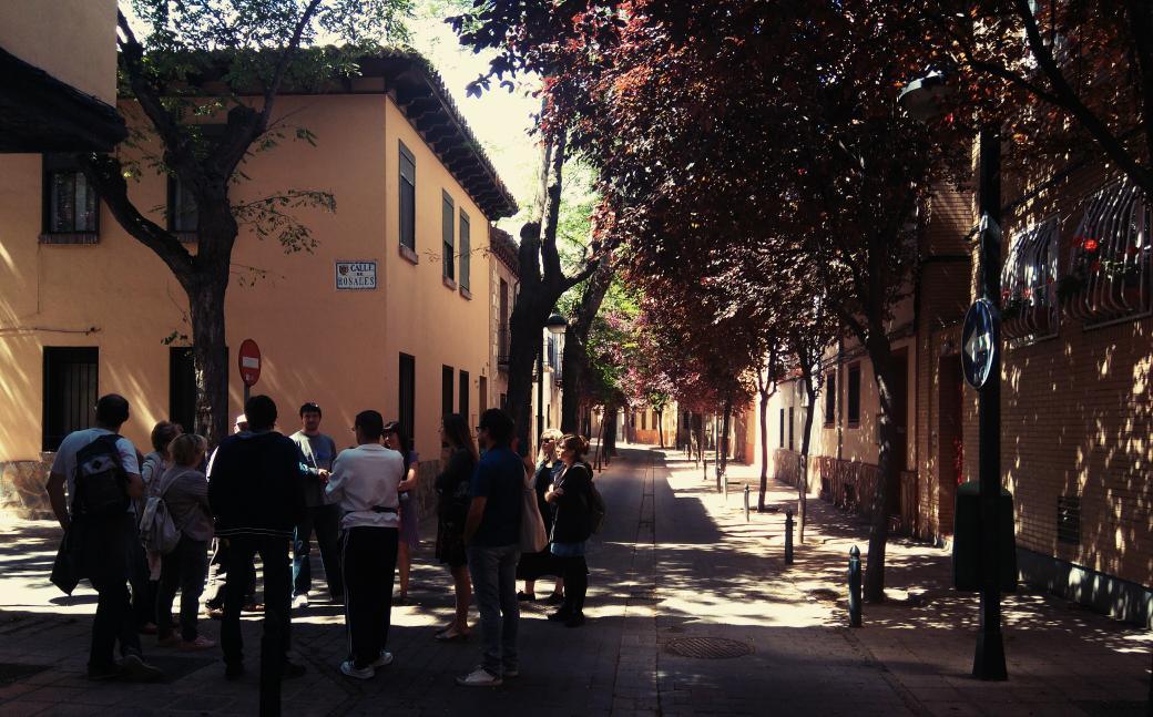 """#paseodejane  rincones con encanto de un barrio """"los jóvenes se han ido a barrios nuevos dónde pueden comprar vivienda"""" https://t.co/tuDS0qZLXT"""