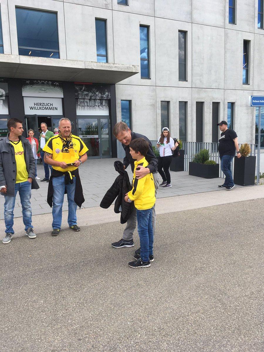 #Watzke weiter beliebt. #FCABVB<br>http://pic.twitter.com/euy6EKI6a2