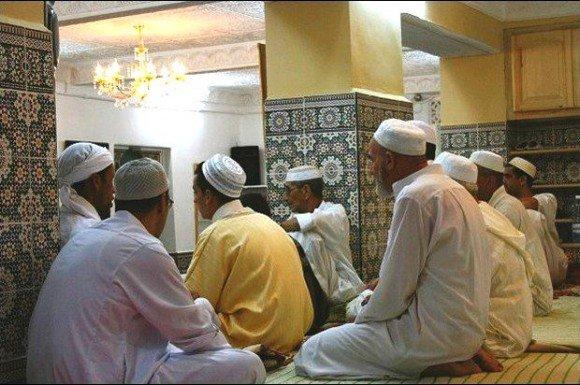 "#Algeria: International colloquium on"" Religious Discourse and the Media"" kicks off in #Mostaganem   https://www. dzbreaking.com/2017/05/13/int ernational-colloquium-religious-discourse-media-kicks-off-mostaganem/ &nbsp; … <br>http://pic.twitter.com/CucHAQ27Dm"