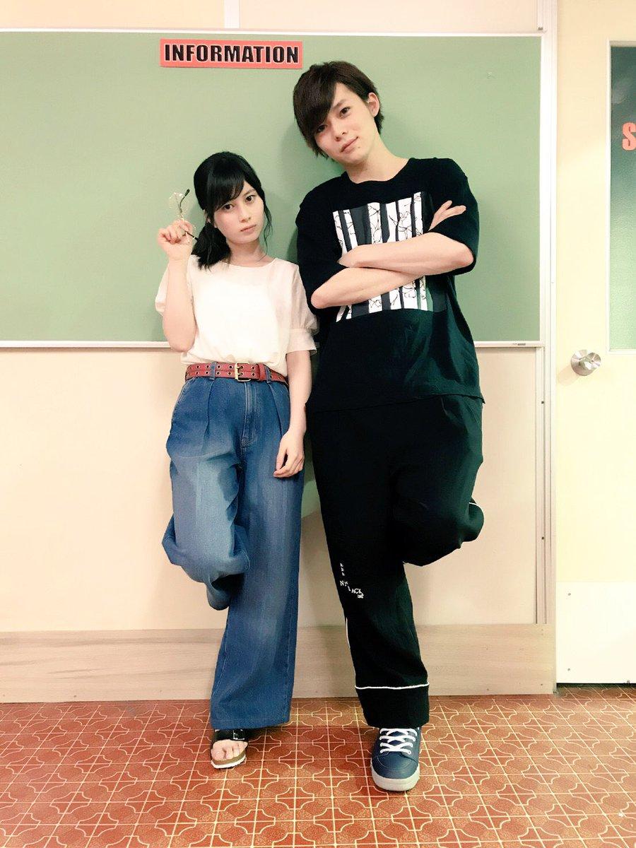 大久保桜子さんのパンツ姿