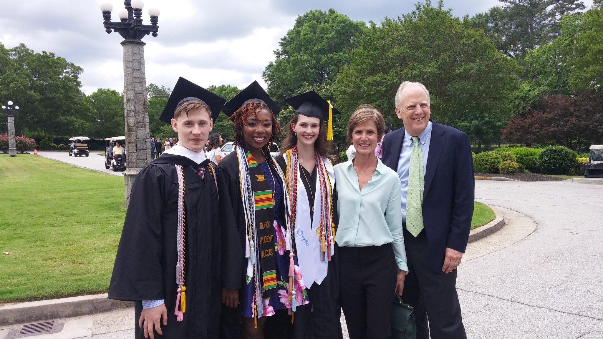 We got to meet @SallyQYates at the Oglethorpe University graduation ceremony! 😮 #graduation2017 https://t.co/bIeh3CJpsw