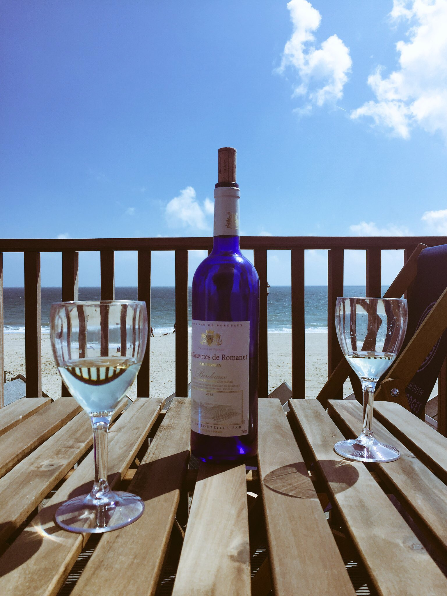 Little pre-dinner tipple on the terrace @bmthbeachlodges #Bournemouth #staycation #vindebordeaux #bordeaux #dorset #swisbest https://t.co/BnfgicpWdP