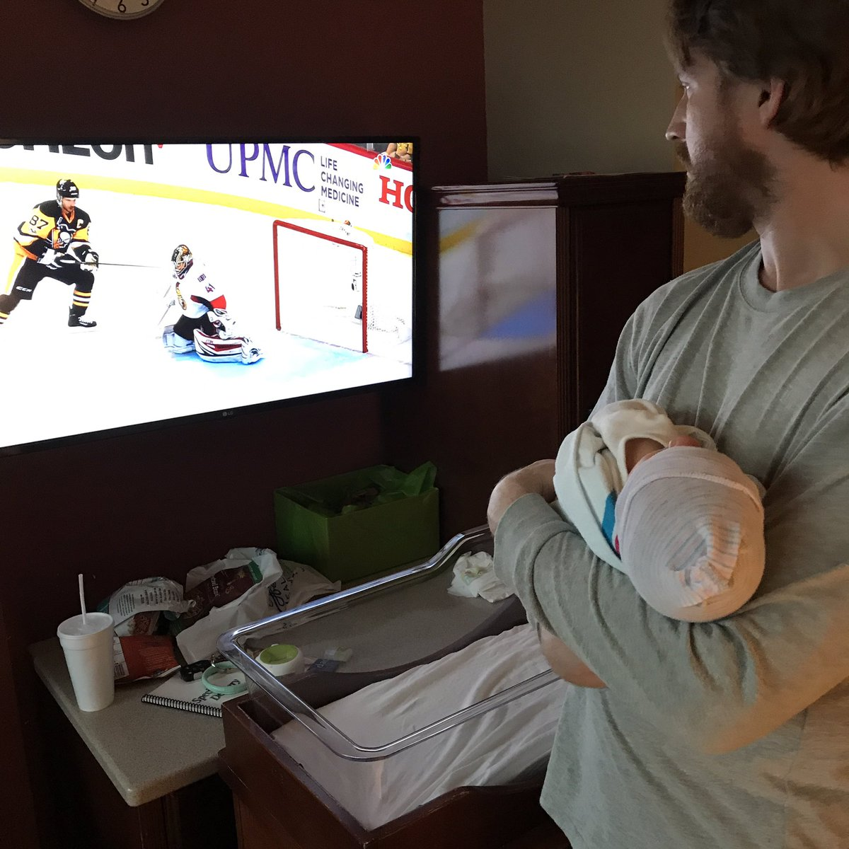 Not even 2 days old and already a hockey fan! @NHL @CanadiensMTL https://t.co/h0STK9SoKd