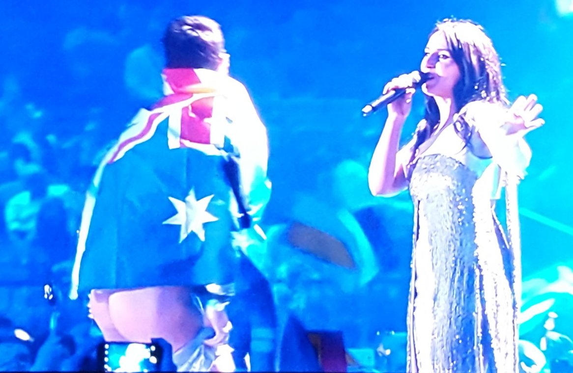 and with that swift but firm booty shake - australia were never invited back #Eurovision